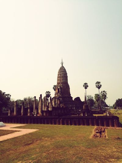 Old temple Architecture Temple - Building Thailand Sukhothai Historical Park City Ancient Civilization Statue Place Of Worship History Urban Skyline Cultures Business Finance And Industry Religion Architecture Archaeology Ancient Ancient History