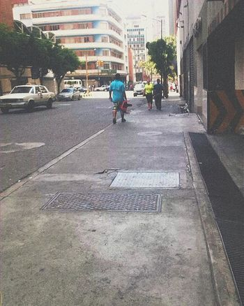 Caminando por Caracas🚶 -------------------------------- Caracas Igaddict Ig_caracas_ Igers IGDaily Photooftheday Picoftheday L4l Tagsforlikes Shot Photography Photostreet Streetphotocaracas Streetphotovenezuela Vscogood Vscocam VSCO Vscocamvenezuela