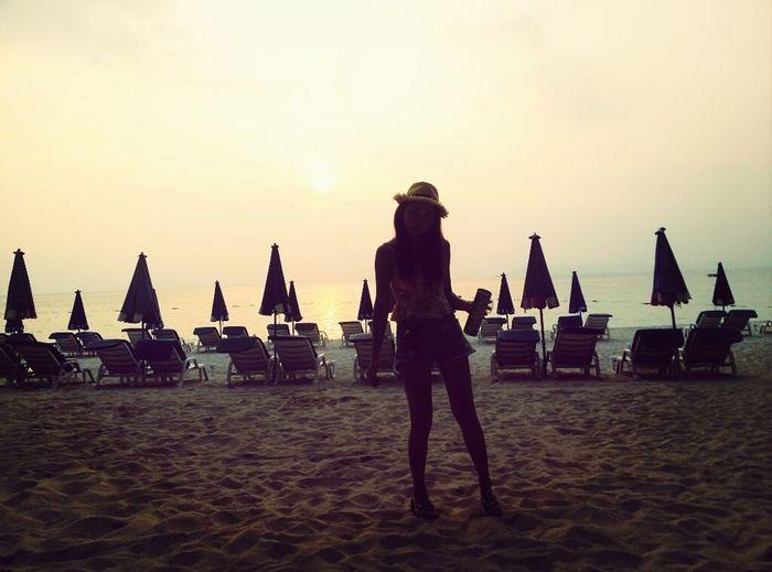 lil cute girl on the beach :D lol