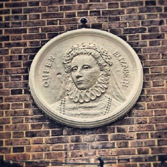 Pub Pubsign Pubsigns Pubsignage queen queens queenelizabeth elizabeththefirst tudorqueen tudorqueens tudor tudors walworth southlondon