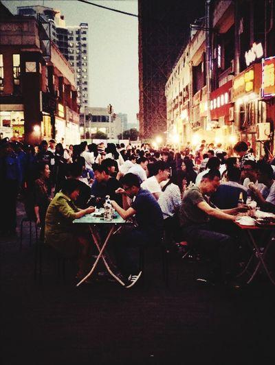 这街上太拥挤 太多人有秘密