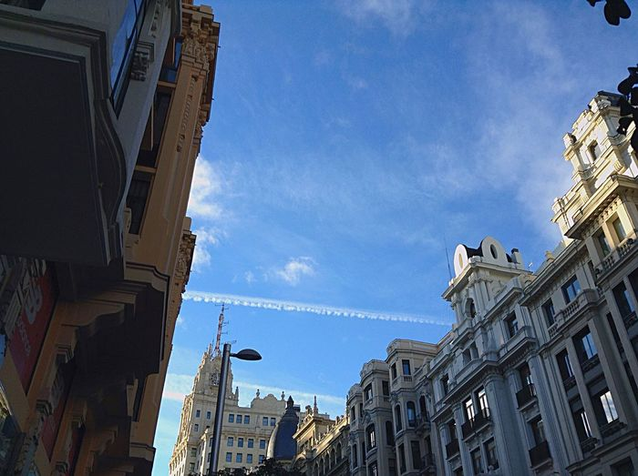 La Gran Via. Madrid La belleza del cielo y sus edificios.