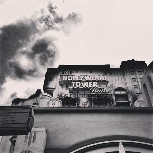 Hollywood tower... Enter in the twilight zone.... Disneystudio Psycho