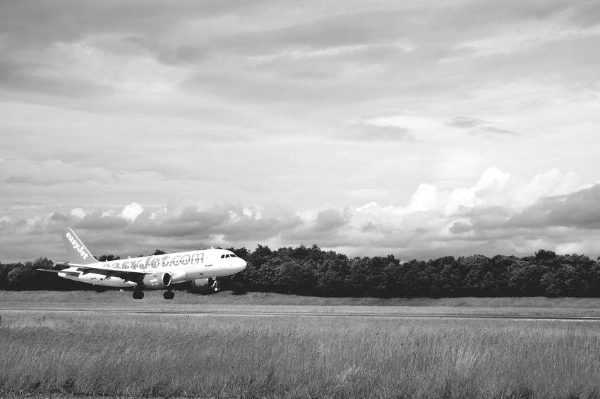 Feel The Journey Plane Travel Company Aeroport Atterrissage