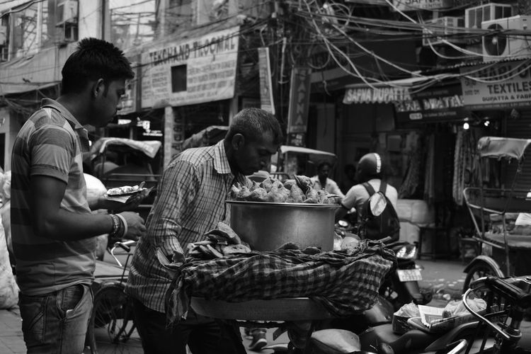 Food Food And Drink Real People Market Adult Lifestyles Photographer Poverty Lives. Poverty_moments Chandnichowk Poorpeople Poor  Streetphotography Street Povertyofindia Poorman Bicycle Samosas Samosa Small Business Photographeratwork Market Seller Outdoors Hard EyeEmNewHere Berlin Love The Week On EyeEm