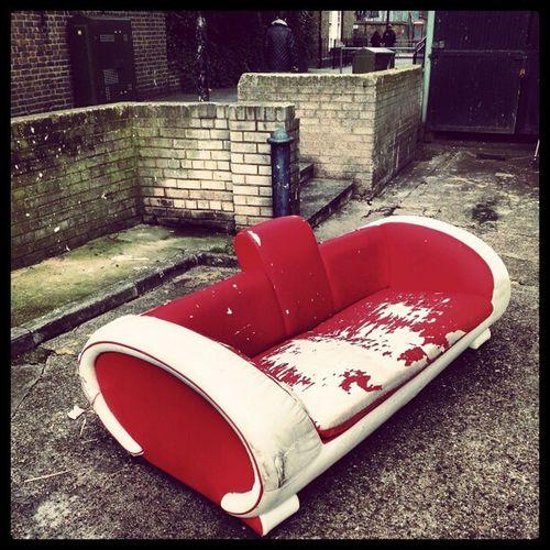 Abbandonedfurniture Aylesburyestate Walworthroad Walworth walworthrd settee sofa redsofa redsofas