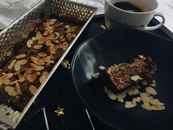Vegan Banana Bread 🐒🍌 Love Dessert Baking Black Coffee Healthy Winter Lights Delicious Vegan Bananabread Food And Drink Freshness Indoors  Food Cookie High Angle View Food Stories Close-up