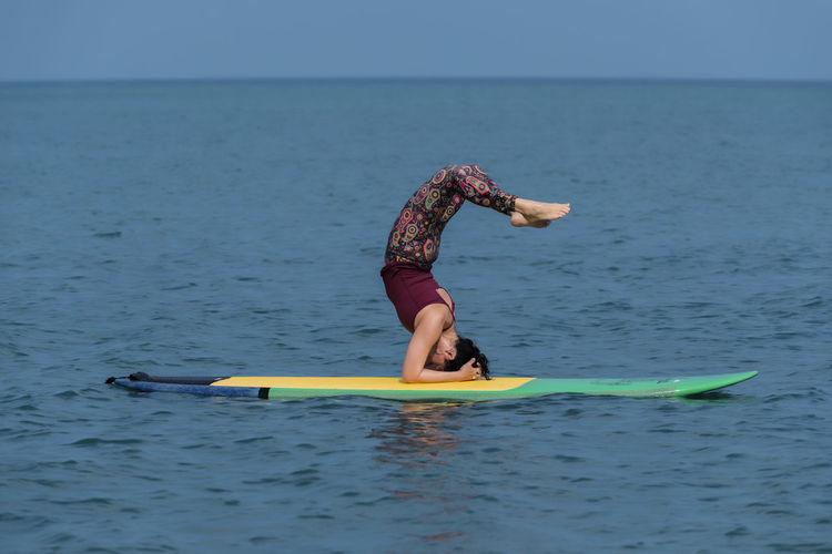 Yoga yogini in sea