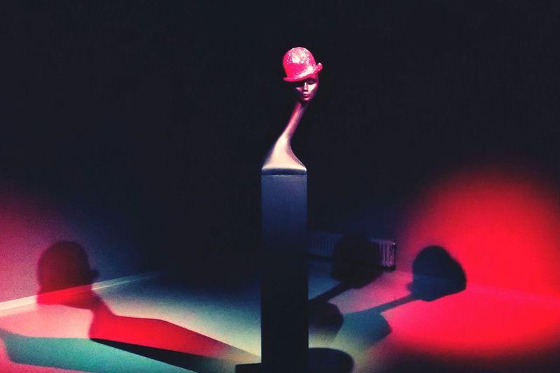 Красный котелок by Philip Treacy. Выставка потрясающих шляпок от дизайнера не оставила равнодушной. В Эрарте до 15 марта;) First Eyeem Photo Питер - культурная столица ;) Mobile Photo by IChernikova .