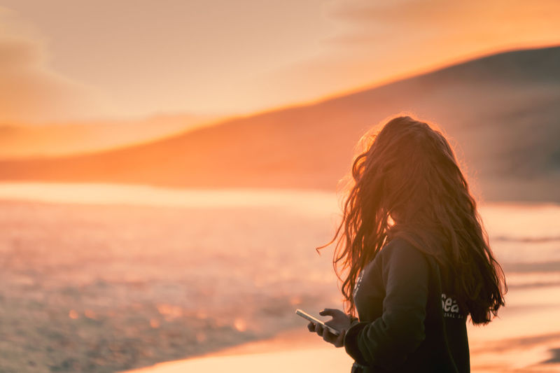 Texting with sunset Adult Adults Only Beach Beauty In Nature Cell Phone  Coastline Day Females Girl Holding Phone Golden Hour Mobile Mountain Nature One Person One Woman Only Outdoors People Phone Shore Sunset Sunset_collection Tech Technology Women Young Adult Miles Away Mobile Conversations Women Around The World