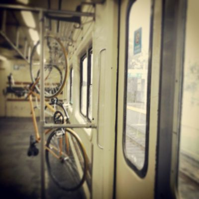 Viaje en tren con bici VivirEnBuenosAires Argentina Igersbsas Instagood Baciudad Photo Photooftheday Movingday Streetstyles_gf Paisajeurbano Tren