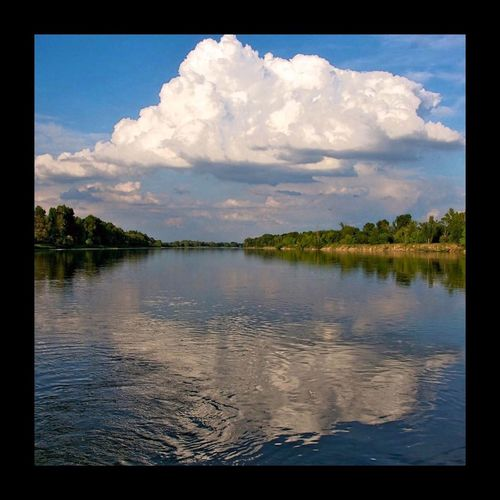 Paradis délicieux de la Touraine - La Loire - Touraine Loire Clouds And Sky Reflection Water Reflections Eye Em Nature Lover Eyem Best Shots River Clouds Cloud_collection