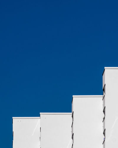 Blueskyarchitecture Built Structure Building Exterior Architecture Blue Sky Clear Sky Day No People Copy Space Outdoors Building Ralfpollack_fotografie Fujix_berlin Minimalism Minimalist Photography  Berlin Photography Sunlight High Section Wall - Building Feature Construction Site White
