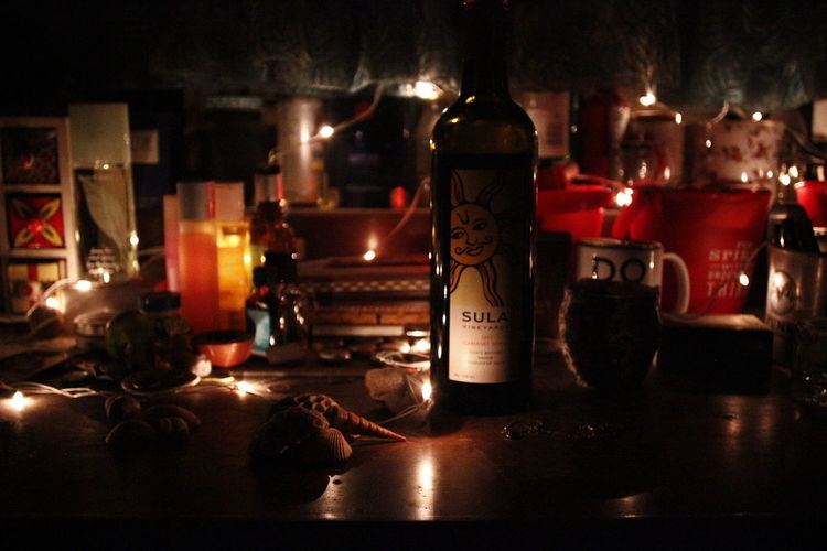 wine and lights Wine Fairy Lights Christmas Shells Warm Aesthetic EyeEmNewHere Moody Indoor From Front Dark Lights Twinkly Lights Decoration Drink Illuminated Alcohol Bar - Drink Establishment Close-up Food And Drink