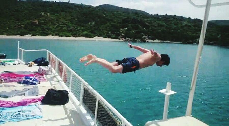 Yeeah I Am Flying Seferihisar Papaz Koyu Sea Sunny Taking Photos