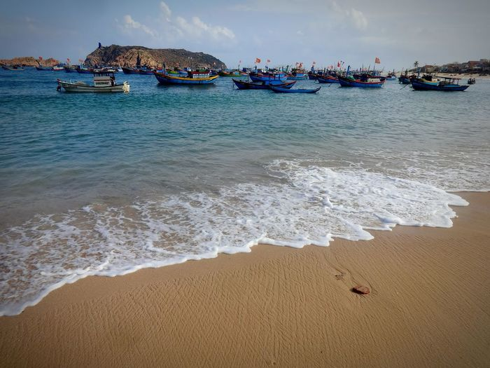 Vinh Province Vietnam Zen TranquilityFishingVillage Sky And Clouds Meditation Boats And Sea Beauty In Nature Low Angle View Minimalism Peaceful Simple Living Freedom Vacations Clear Sky Landscapes Nature Sand Tranquil Scene Boats Sea Sea And Sky Seascape Blue Vietnam Body Of Water