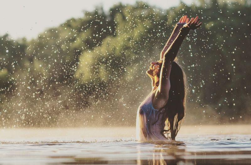 Water splashing in water