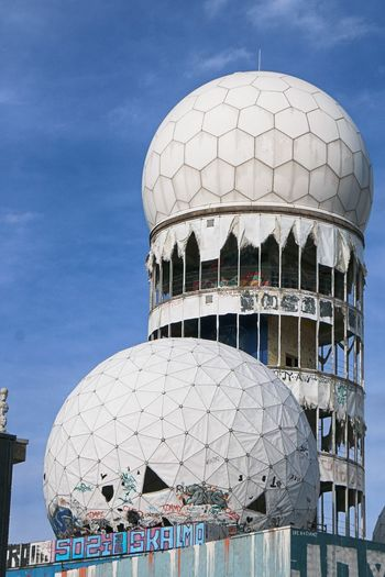 NSA-Listeningstation at the Teufelsberg in Berlin 👀👂 Abhörstation Teufelsberg Not For Sale NSA Station Berlin Teufelsberg Berliner Ansichten Berlin Photography City Radar Space Dome Sky Architecture Built Structure Sphere Moon Surface