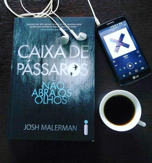 Caixadepassaros Livros Books BookLovers Booklover Books, Books And Books. Books And Coffee Coffeetime Cooffee Thexx Music Music Photography  Music Is My Life