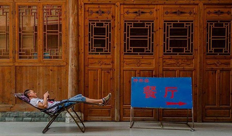 Throwback. Just go to the Right 👉. Traveller Traveller Fotorewang Photographysouls Photo Rarecation Guilin Yangshuo Humainterest Humatinterestphotogrpahy Stranger Wpo Hipaae China Morning Natgeotravel Fotorewang Photosociety Smile Relax