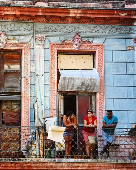 Debating love, life and the universe on this balcony! (Havana, Cuba) Havana Cuba Streetphotography Street Photography Balcony Urban Lifestyle City Life Cityscapes IPhoneography Exploring Travel Photography Colorful Architectural Detail Feel The Journey