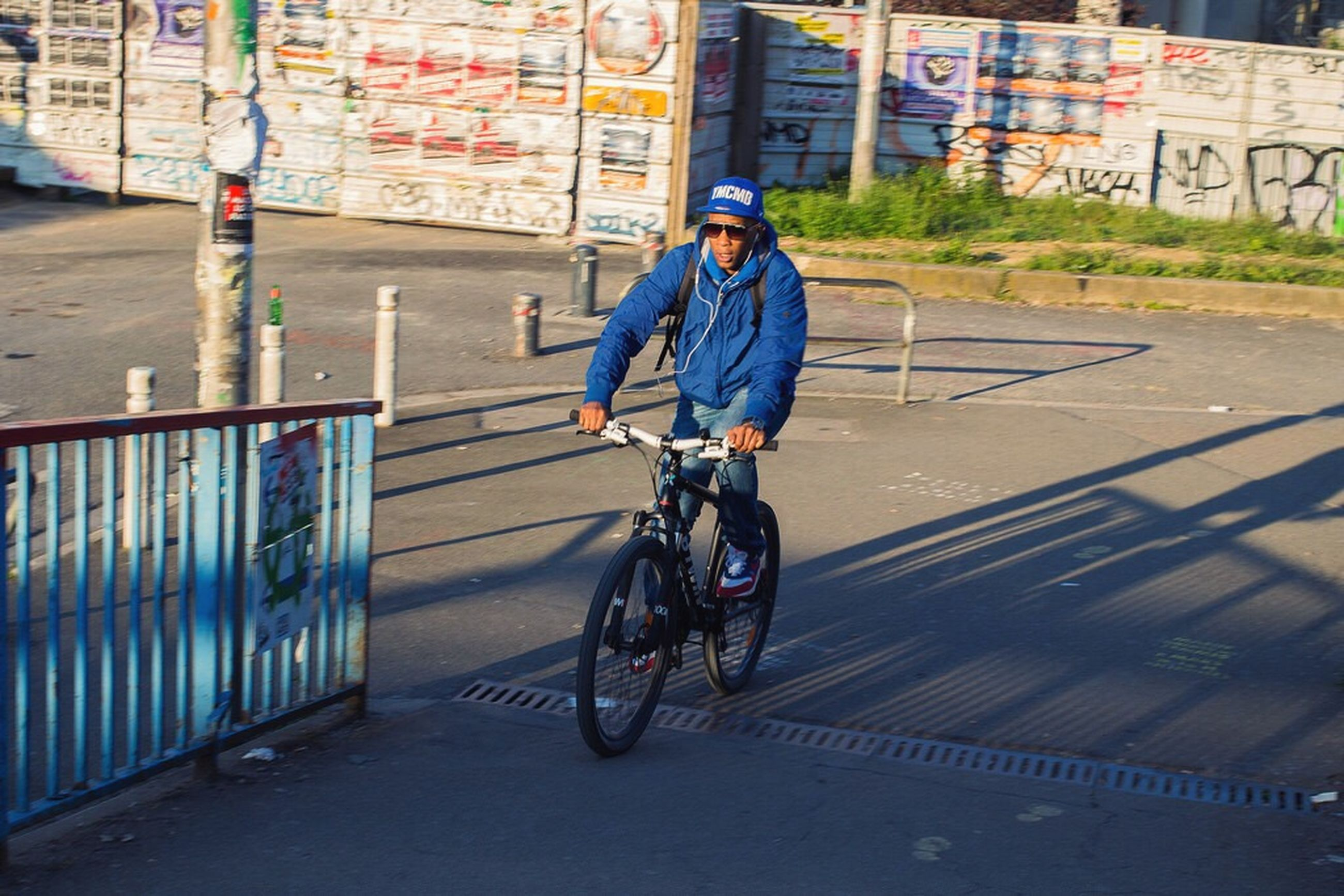 full length, transportation, lifestyles, mode of transport, bicycle, casual clothing, land vehicle, street, riding, leisure activity, road, on the move, building exterior, men, boys, city, walking, childhood