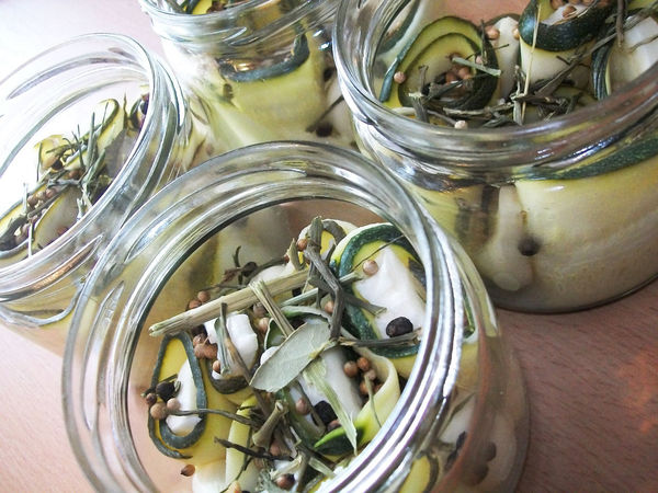 Zucchini rolls marinated with mozzarella in zucchini slices with the addition of garlic and spices perfect for a is a proposal for those seeking new culinary this out! - #Lunch #Mozzarella #Rolly #Snack #Snacks #curry #garlic #jar #kitchen #lunchtime #marinated #pantry #pic #preserves #slice #slices #spice #spices #wrd #zucchini #zucchini In Brine Food Food And Drink Healthy Eating