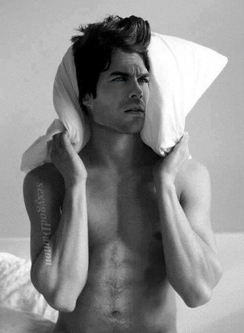 Ian Somerhalder Mono Beauty Lindo...
