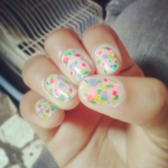 Painting my babes! Nails Spring Flowers <3 quedaron feas:c Dontjudgeme .