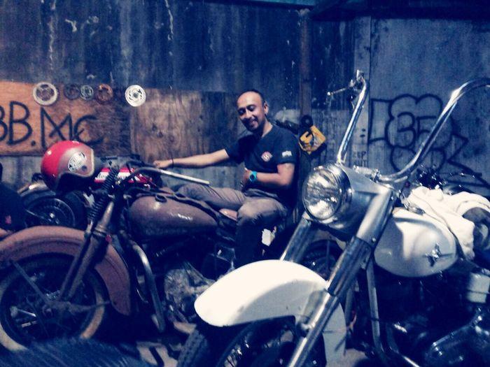 Keluarkan isi hati mu.. Keluarkan ide ide mu Thanks God Enjoying Life Bike Classic Motorcycles Harleydavidson 35 Garage Hoby I Love Indonesia