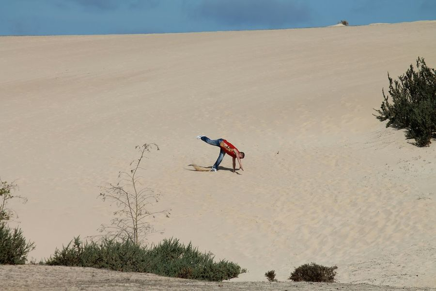 Deserts Around The World Fuerteventura Sand Dunes Optical Illusions Optical Voodoo  Twillight Share Your Adventure Places You Must To See Adrenaline Junkie Adventure Buddies Working To A Brief Pattern Pieces Desert Landscape Deserted Scapes Desert Beauty Q Urban Landscape White Wall