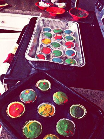 Rainbow cupcakes ??