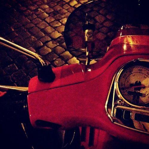 Roma Serateestive Vespavintage Photography Photoofday Rosso 🔴