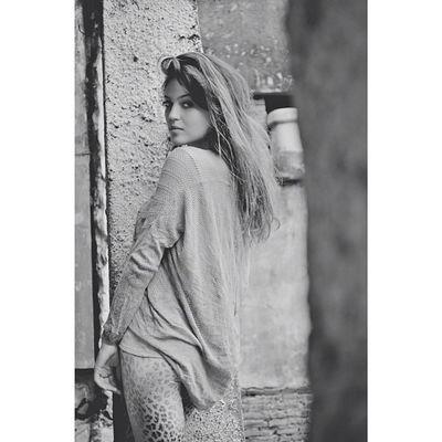 """""""De dia corro com meus medos, à noite passeio com meus sonhos"""""""