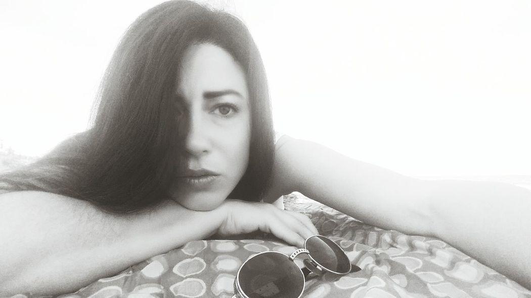 Relaxing Selfietime Selfie Moments Selfie Black &white Selfie Black And White Long Hair Bikini Time❤ Dark Hair Sunglass  Selfie With Sun Girl In The Beach Selfie ♥ Self Portrait Selfportrait Selfie Portrait Selfies Sunglasses Sunglass Selfie Relaxing Shadows & Lights Posing