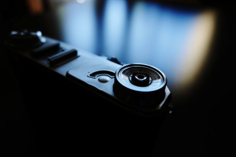 Close-up Old-fashioned Old Single Object Selective Focus Focus On Foreground Extreme Close-up Extreme Close Up The Past No People Reflection Camera - Photographic Equipment FUJIFILM X-T10 Wasiak Retro Styled Part Of Macro Photography Camera From My Point Of View Memories Light And Shadow
