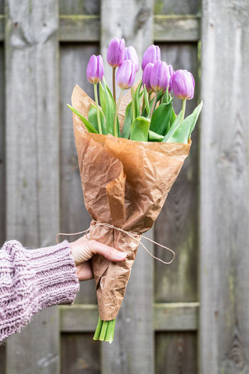 Cropped hand of woman holding bouquet