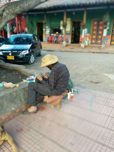 Pintaba unos cuadros tan hermosos City Working Men Occupation Cleaning Washing Car Repairing Manual Worker Architecture
