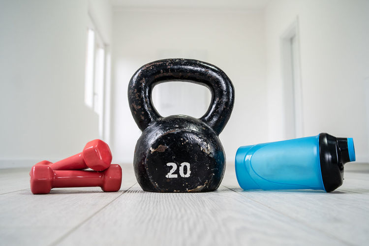 Indoors  Weights Close-up Weight Black Color Dumbbell Sports Training Weight Training  Exercise Equipment Still Life Table No People Healthy Lifestyle Focus On Foreground Exercising Sport Sports Equipment Red Connection
