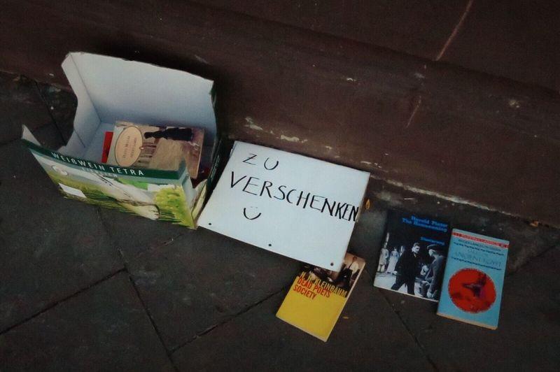 Books High Angle View No People Day Gifts ❤ Neighborhood Street Bürgersteig Streetphotography Zuverschenken