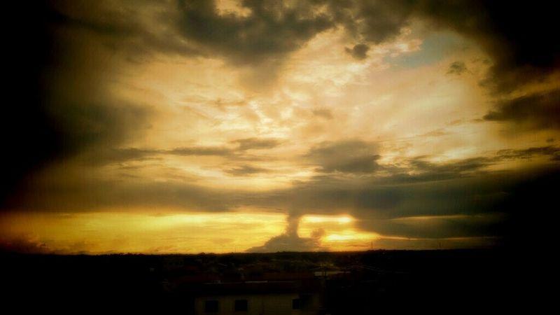 Fim de tarde. Skyline Sky And Clouds Skyscape Sky And City Macapá Amapá Hello World EyeEm Brasil Sky And Trees Skylover Sky Collection