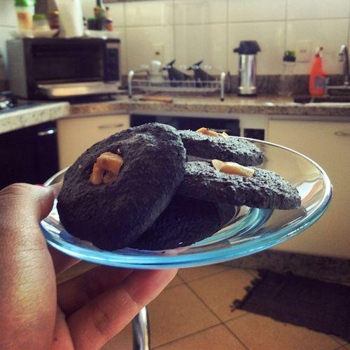 Inspirei nos cookies de aveia que a @luhbragaa levou prw facu ontem e fiz de cacau com aveia ♥♥♥ Realfood Healthlife Projetomimis Projetomairatavares comeeagacha fimdoefeitosanfona frangocombatatadoce fitforlife_brasil