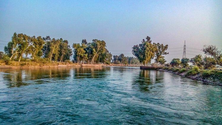 Clicking in pakistan Canal Canalview Itsgreenitspakistan Greenery Nature Amazing View Amazingview Taking Photos Shots Daska Pakistan