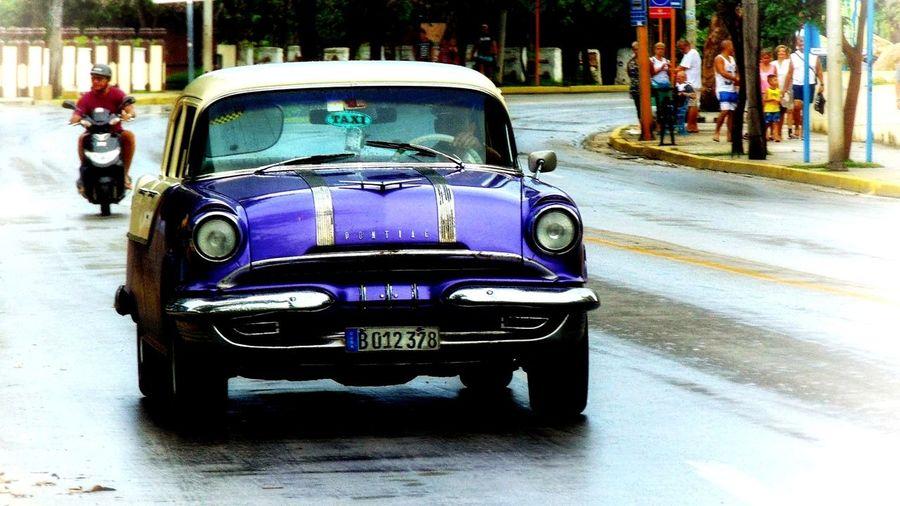 Movimiento purpura #cuba City Land Vehicle Road Car Street Full Length Architecture City Street Taxi