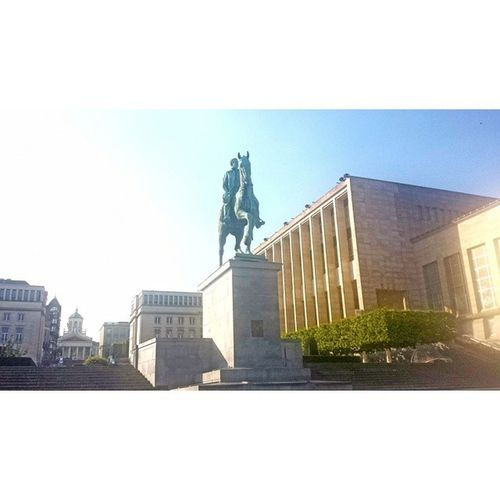 Mont des arts Brussels Montdesarts Statue Art architecture plants blue sky sun sunshine parc instanature instagood potd photooftheday nature city skyline building snapseed squaready latergram vscocam vscophile vscoweekly belgium