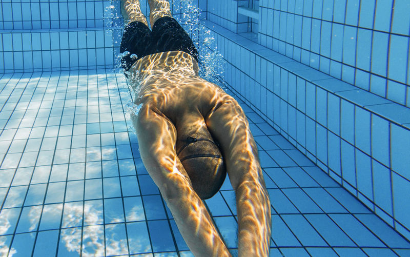 Swimming underwater view Analogue Sound Underwater View Underwater Blue Water Training Men Man Swimming Exercising Hair Healthy Lifestyle Pool Full Length Young Adult Swimming Pool Sport Outdoors Adult Day Sunlight Lifestyles Rear View Real People One Person