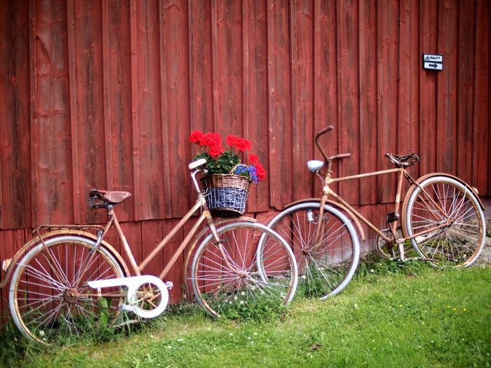 Old bicycles Bicycle Bicycles Bicycle Basket Flower Basket Flower Basket Bicycle Red Wall Decoration Decorations Decorative Flowers Vänersborg