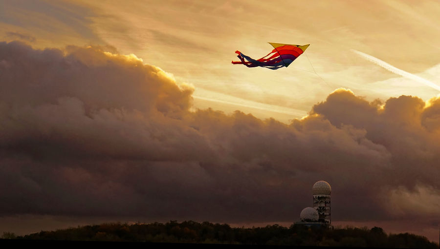 Air Vehicle Cloud - Sky Day Dramatic Sky Flying Kite Nature No People Outdoors Sky Sunset Discover Berlin