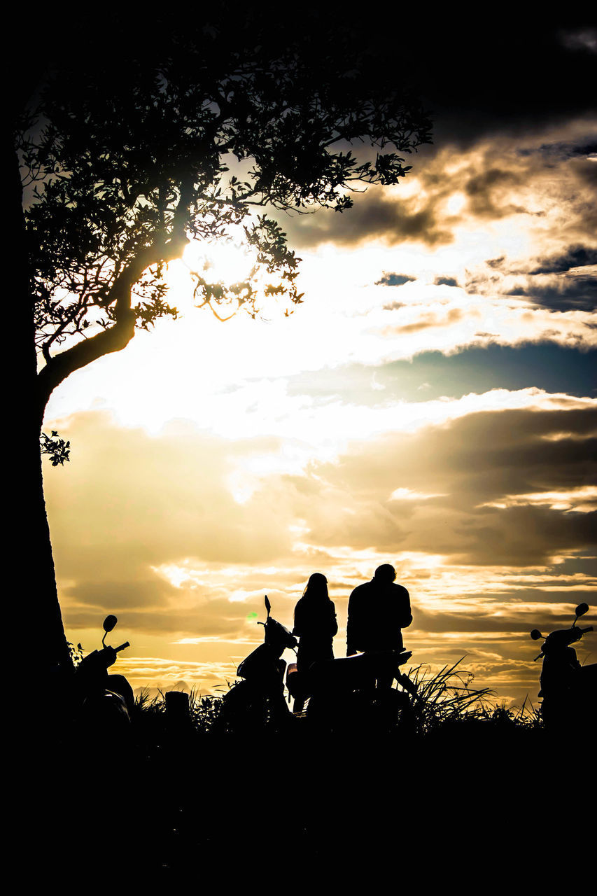 sunset, silhouette, tree, togetherness, real people, sky, nature, men, leisure activity, outdoors, two people, lifestyles, cloud - sky, bonding, sitting, beauty in nature, scenics, women, friendship, day, people