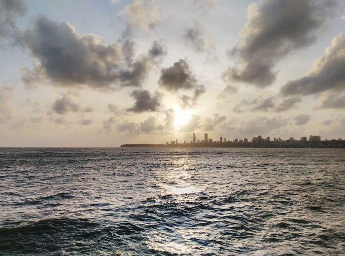 An awsome scene from marine drive at mumbai.India Mumbai Unmeshshirsath Usphotography Sky Beautiful Architecture Seaside Sea And Sky